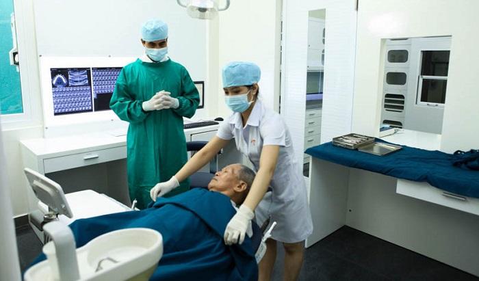 Bộ dụng cụ cấy ghép răng Implant gồm những gì?