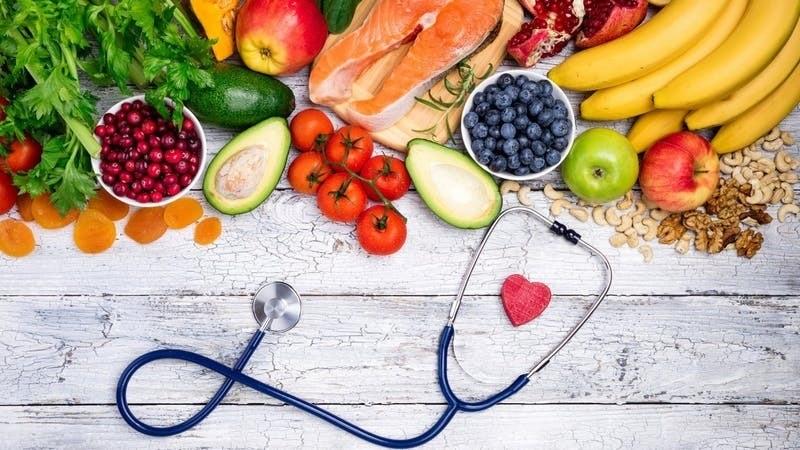 Ăn uống không đủ chất, thiếu protein và vitamin C