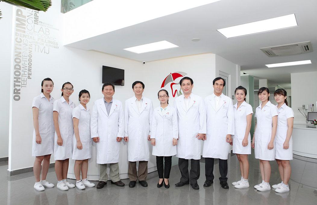 Đội ngũ y bác sĩ tại nha khoa Vinh An